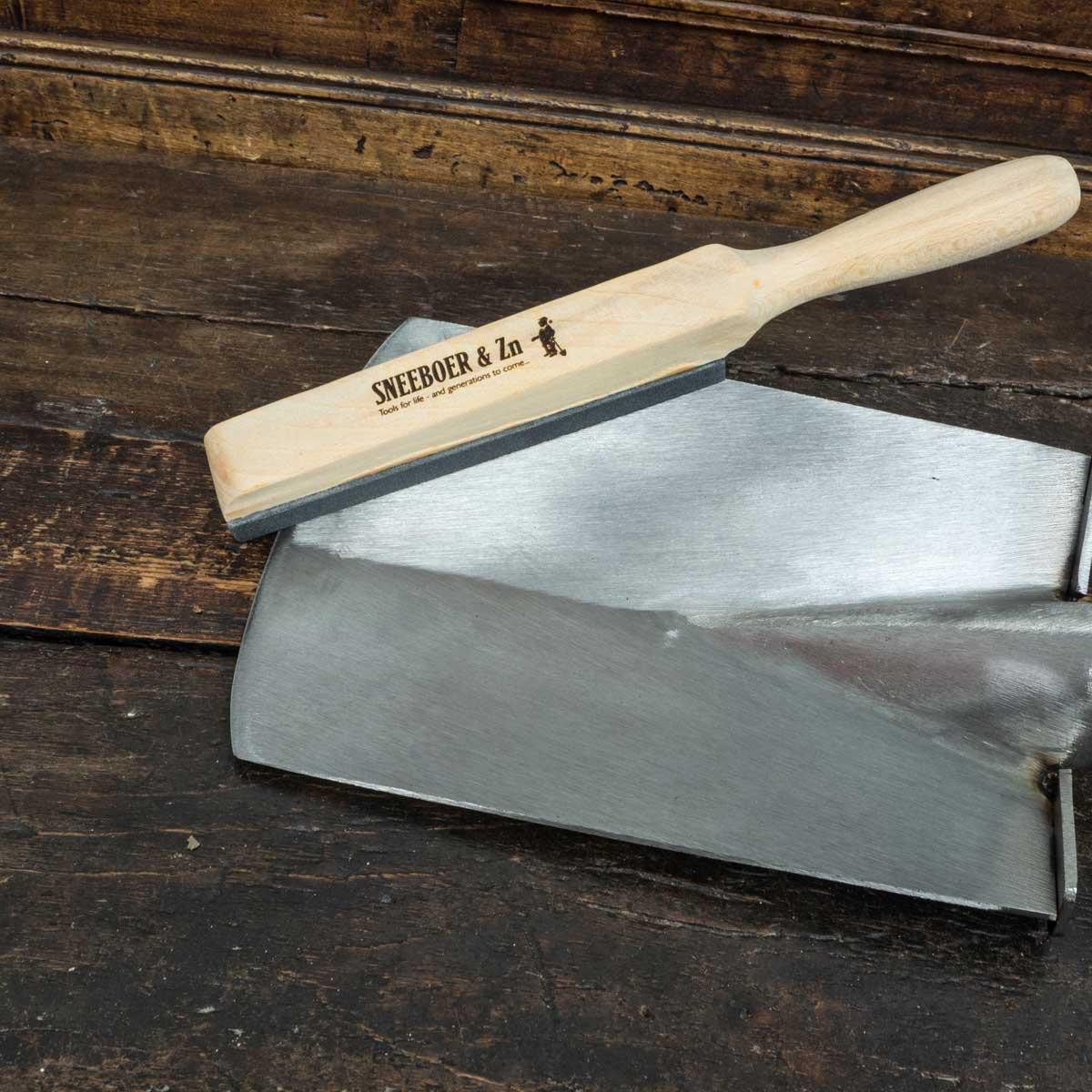 Kit d 39 entretien pour outils sneeboer outils une main for Recherche jardinier pour entretien jardin