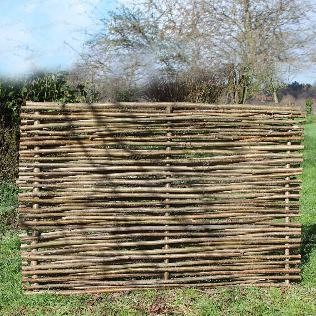 Barri re noisetier tressage horizontal cloture et - Barrieres de jardin en bois ...