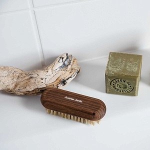 Brosse à ongles en bois artisanale - Made in France