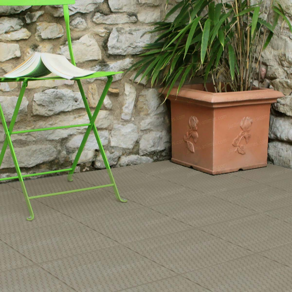 Dalle de jardin clipsable en plastique all e chemin gravier - Dalle plastique terrasse ...