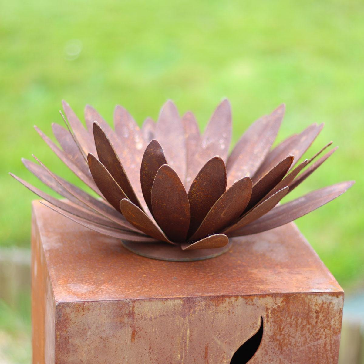 fleur de chrysanth me en m tal rouill objets d co de jardin en m tal. Black Bedroom Furniture Sets. Home Design Ideas