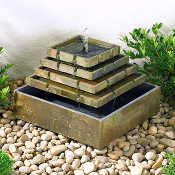 fontaine solaire pyramide de coin en ardoise sujet fontaine pompe bassin. Black Bedroom Furniture Sets. Home Design Ideas