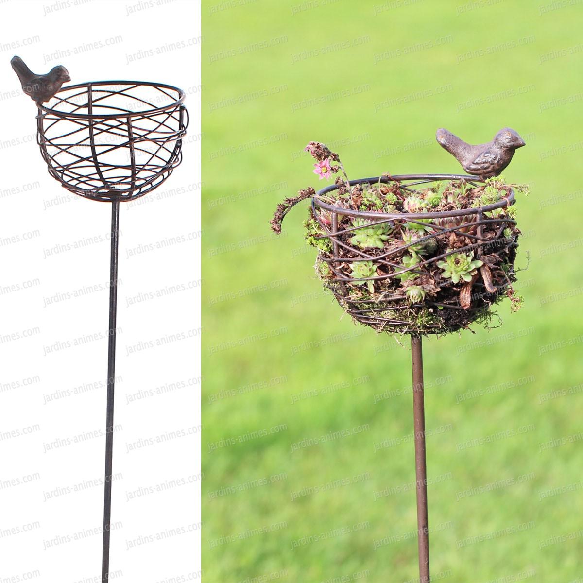 Mangeoire nid oiseau en fonte et fil d 39 acier mangeoires for Oiseau decoration jardin