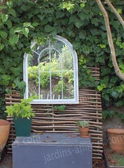 Miroir en m tal x blanc mobilier de jardin for Miroir trompe l oeil fenetre