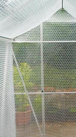 film bulle pour isolation des serres de jardin serre. Black Bedroom Furniture Sets. Home Design Ideas